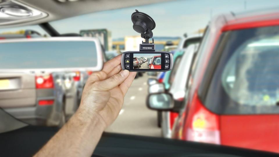 کاربردهای دوربین مداربسته اتومبیل