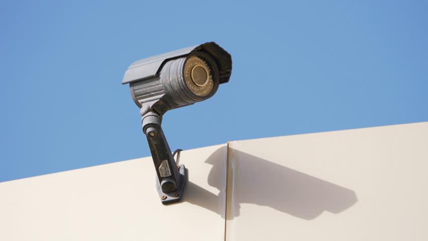 اتصال دوربین مداربسته از طریق بی سیم یا کابل؟